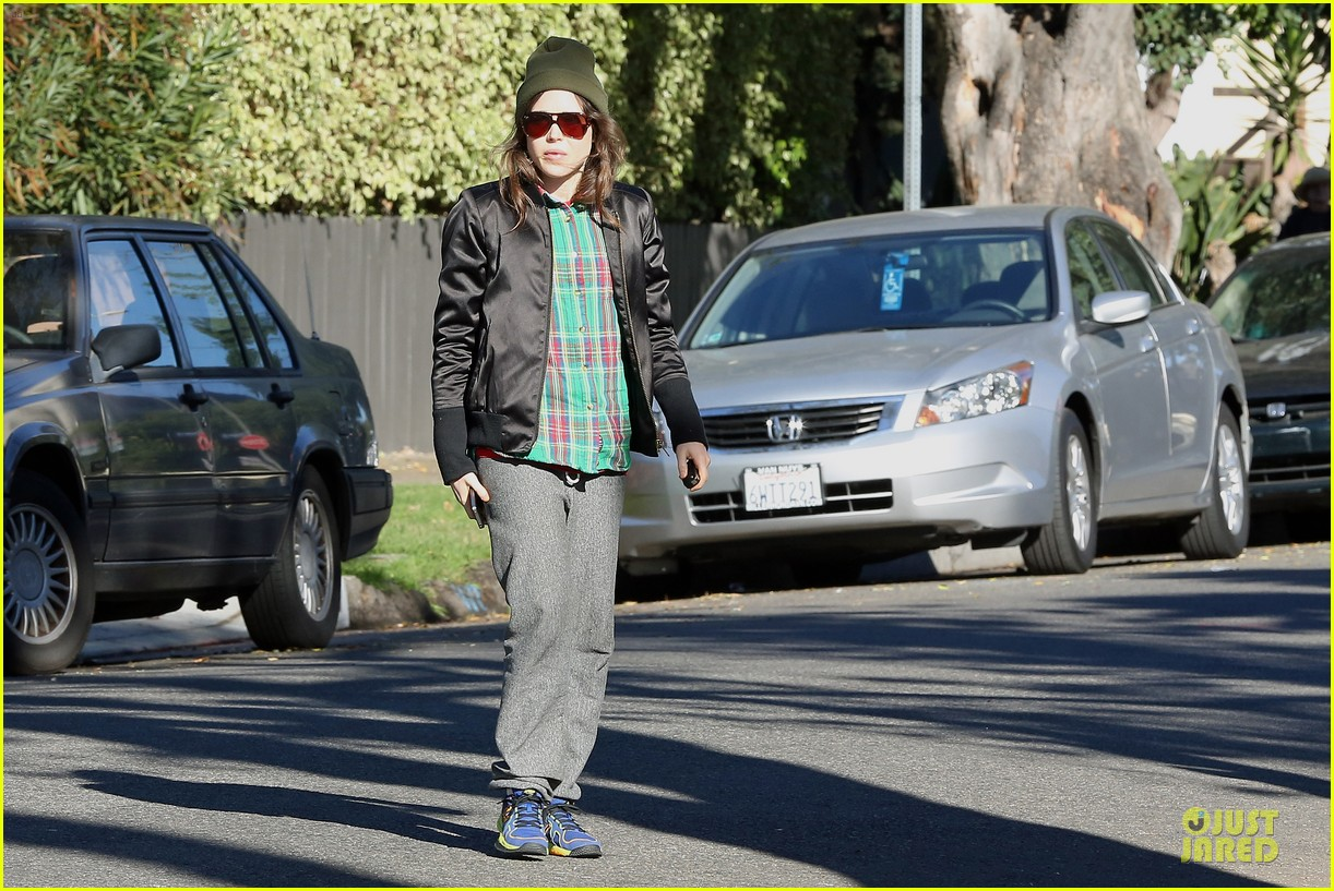 ellen page car fixing gal after gym workout 13