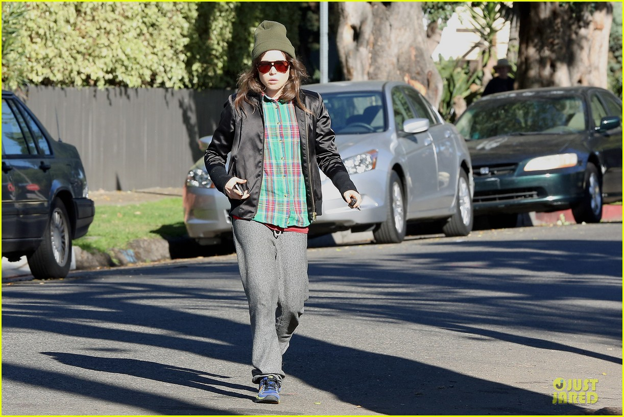 ellen page car fixing gal after gym workout 153024031