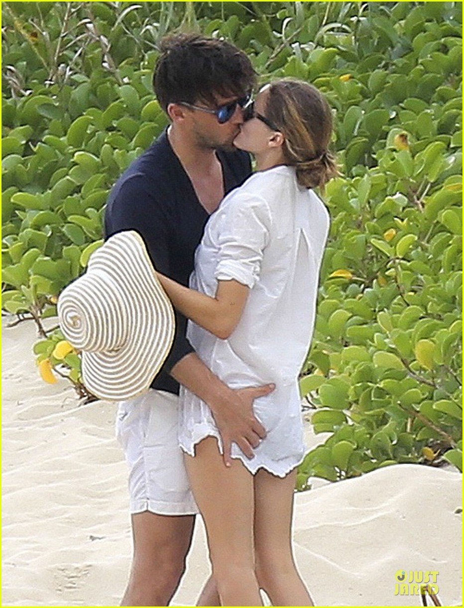 olivia palermo johannes huebl kissing after engagement 043022491