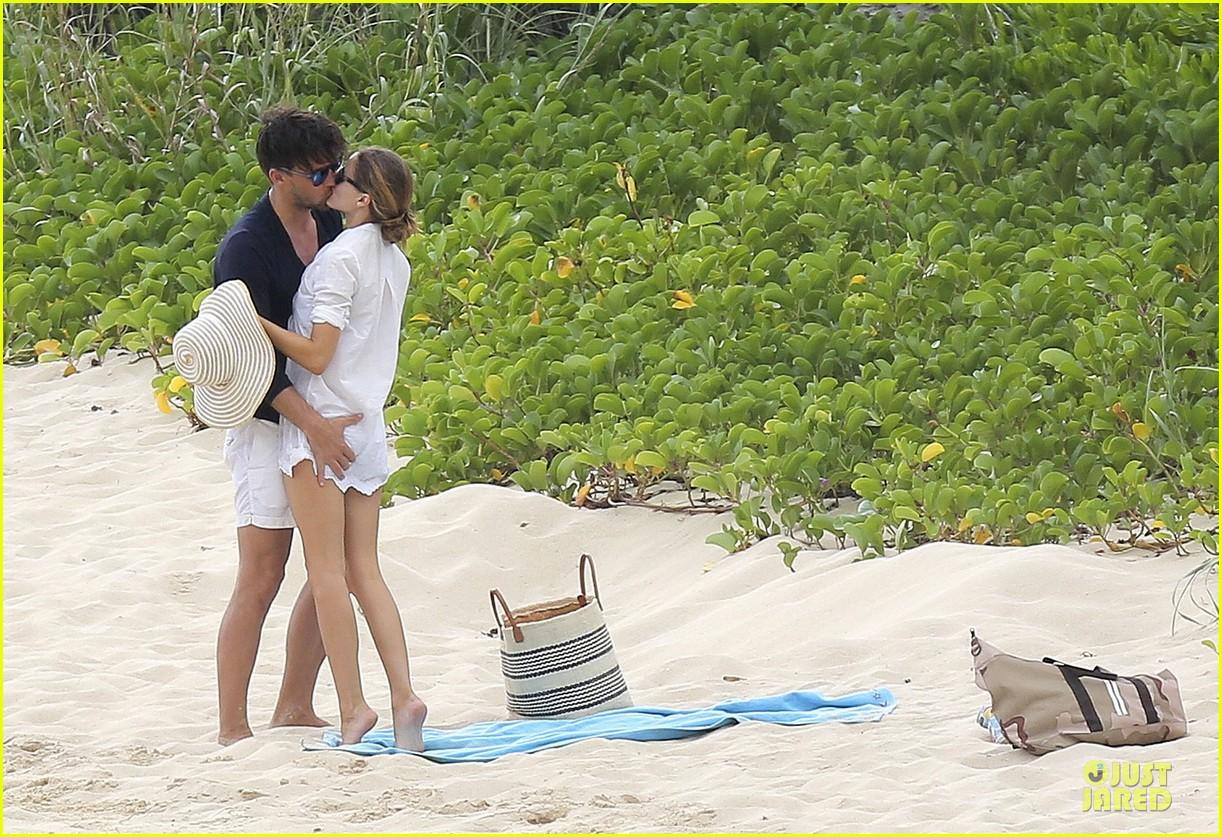 olivia palermo johannes huebl kissing after engagement 243022511