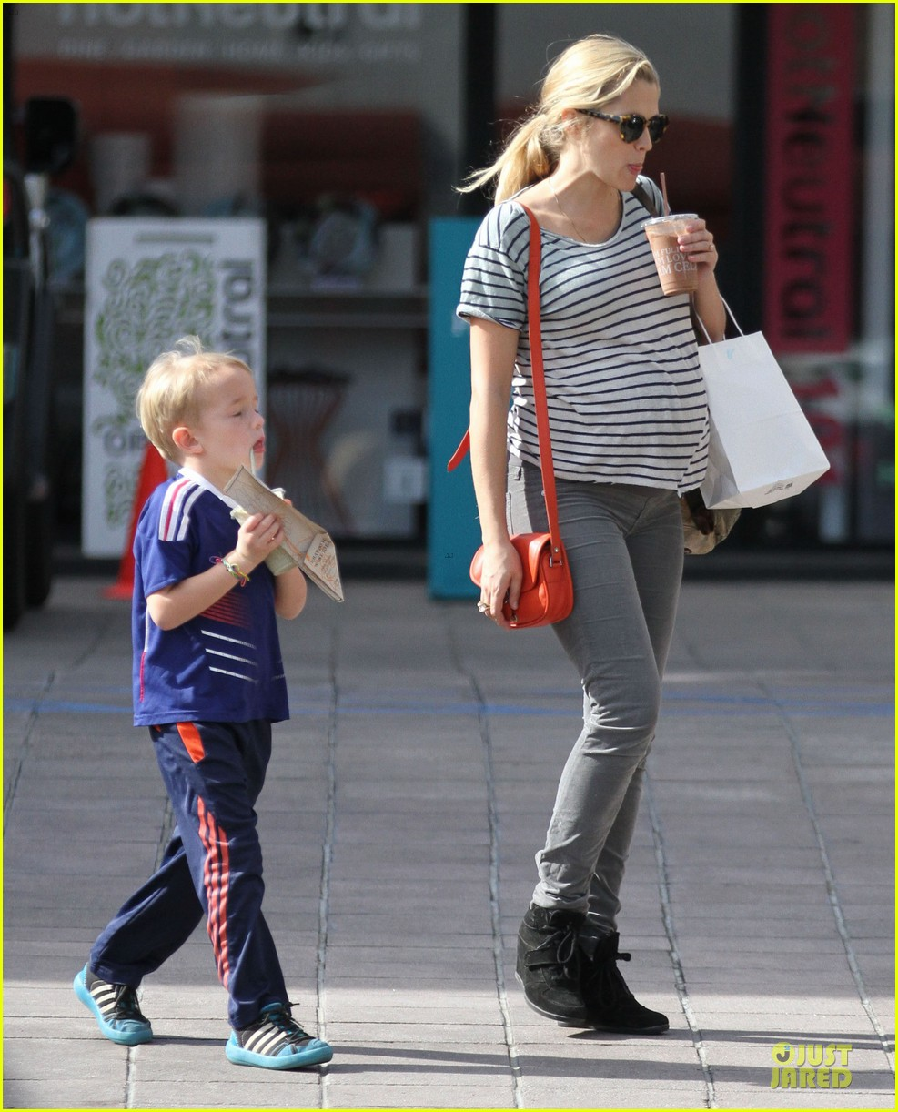 teresa palmer baby bumpin stripes for cafe gratitude lunch 033040118
