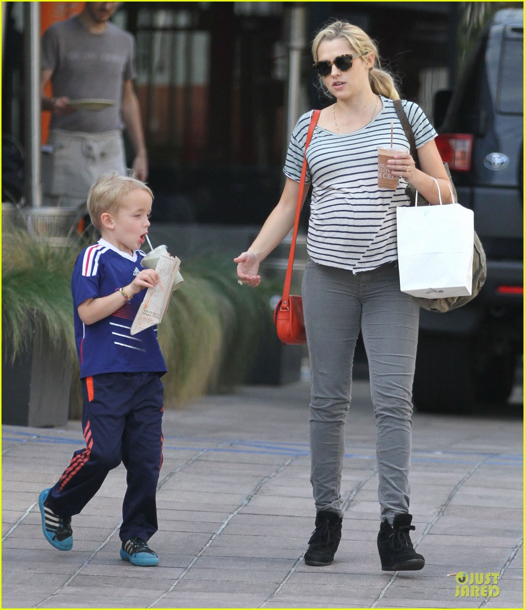 teresa palmer baby bumpin stripes for cafe gratitude lunch 123040127