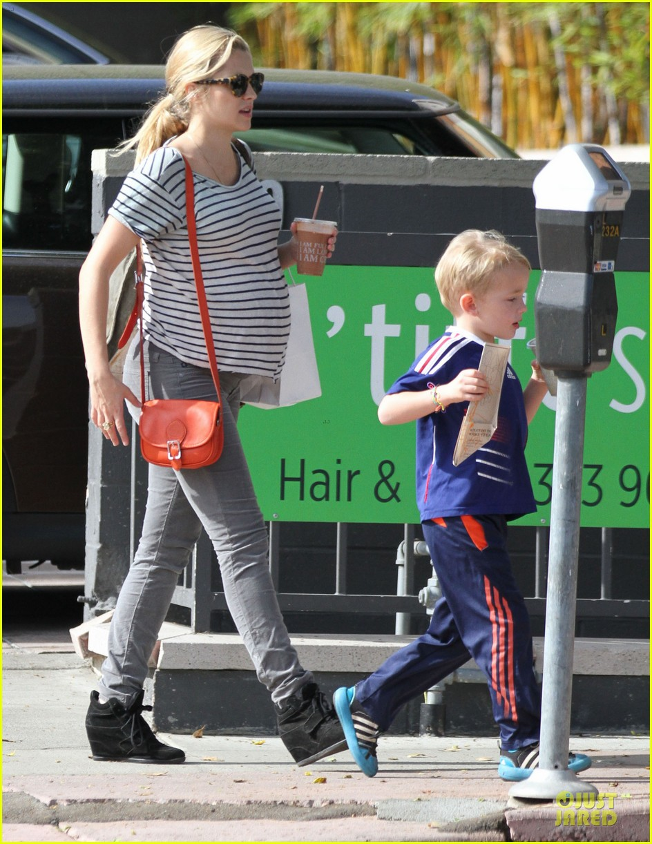 teresa palmer baby bumpin stripes for cafe gratitude lunch 203040135