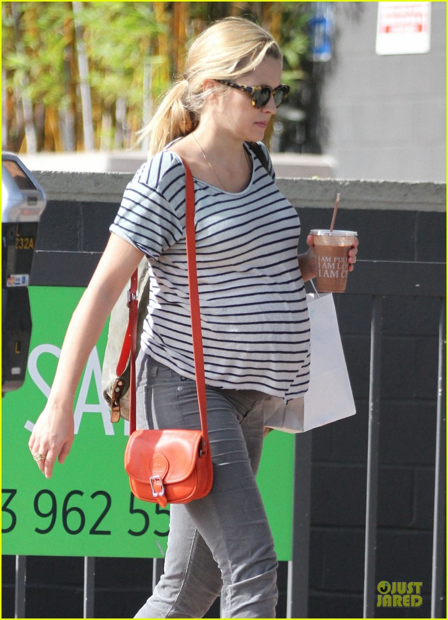 teresa palmer baby bumpin stripes for cafe gratitude lunch 213040136