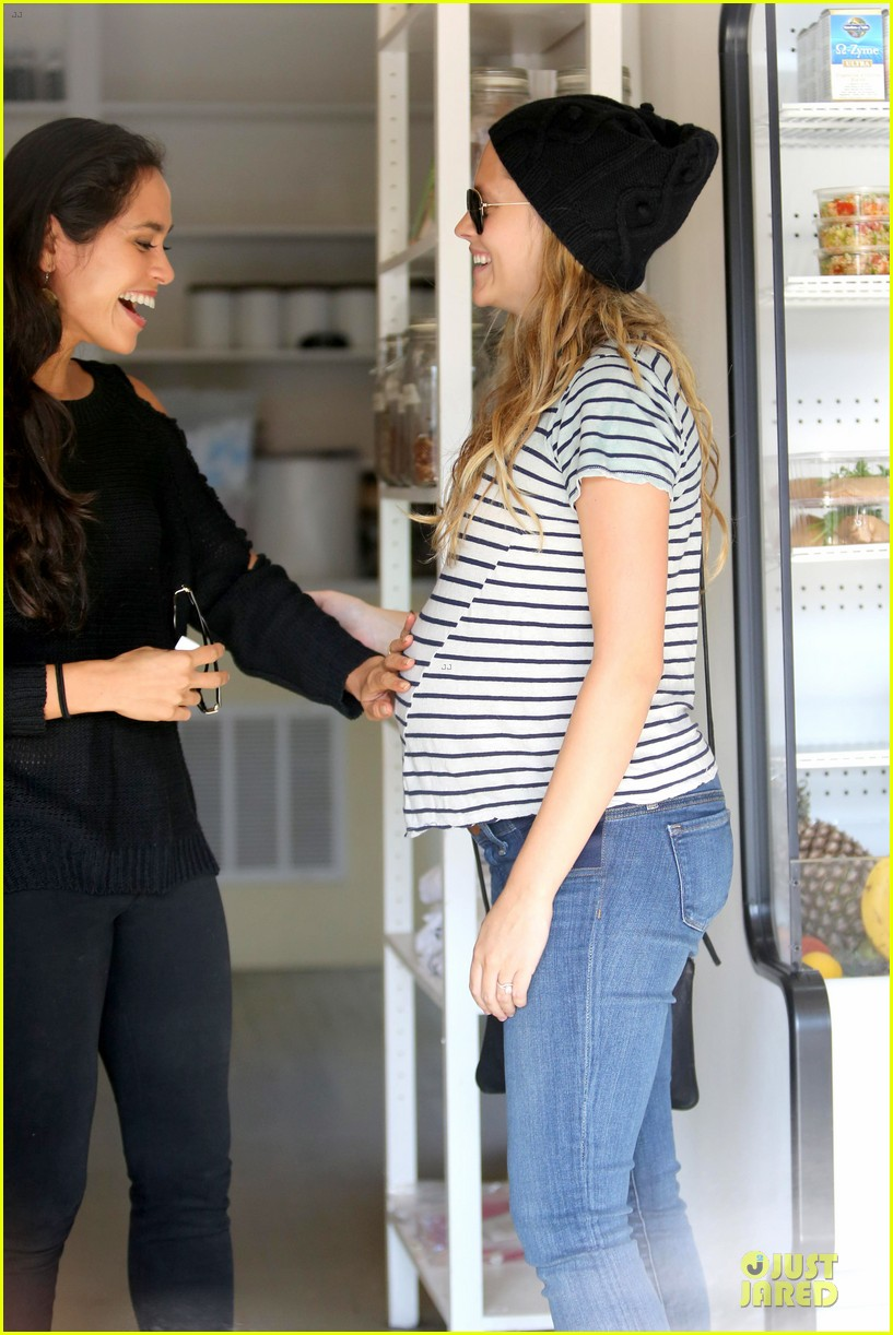 teresa palmer still working out during pregnancy 123027593