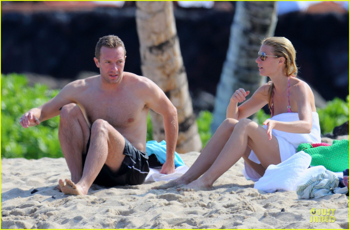 gwyneth paltrow pink bikini mama with shirtless chris martin 043022457