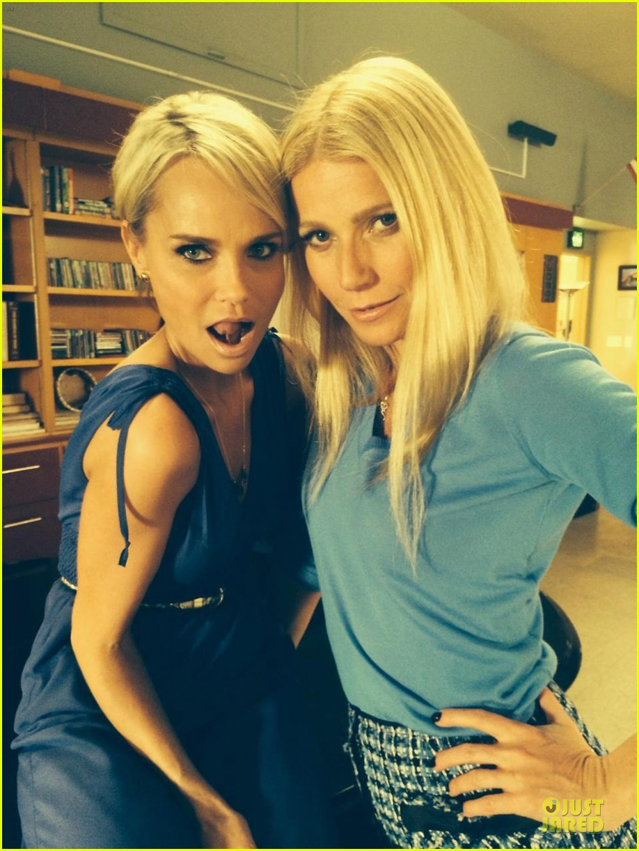 gwyneth paltrow kristin chenoweth are back on glee set 013038194