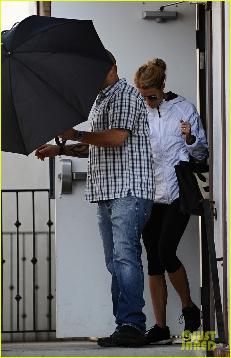 gwyneth paltrow slips out of her gym after rainy workout 053043658
