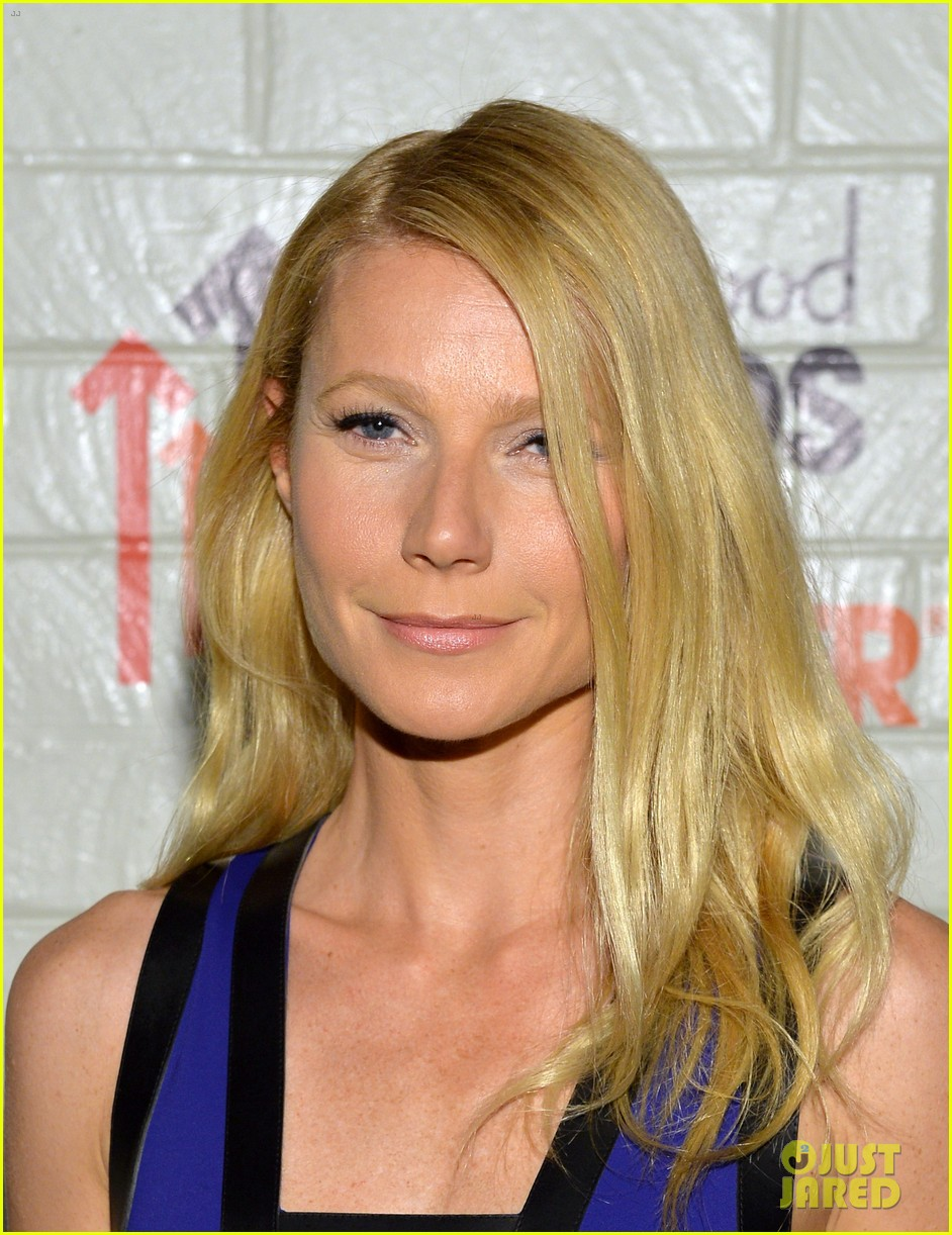 gwyneth paltrow rocks cut out dress to stand up to cancer 043043196