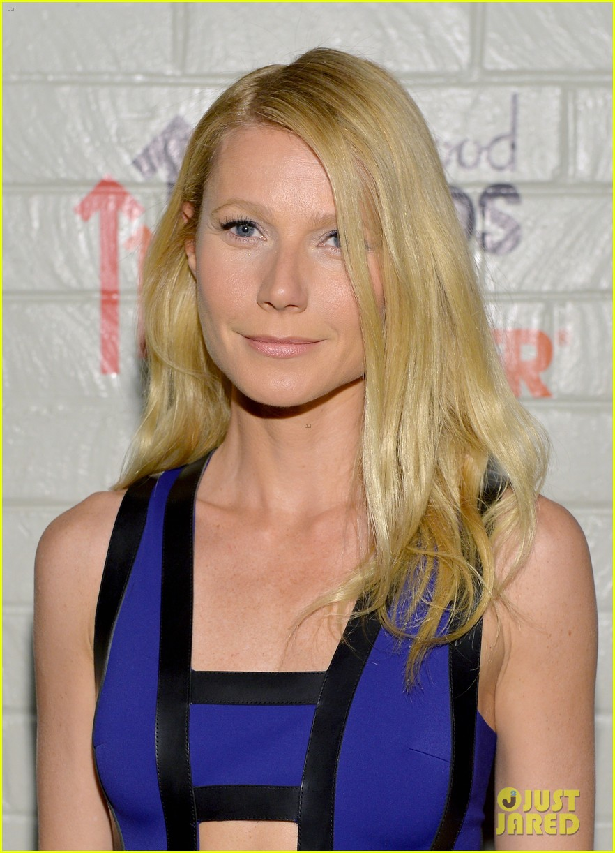gwyneth paltrow rocks cut out dress to stand up to cancer 063043198