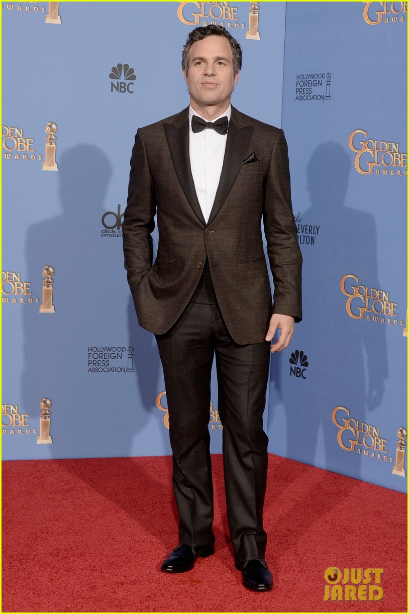 jim parsons mark ruffalo golden globes 2014 red carpet 01