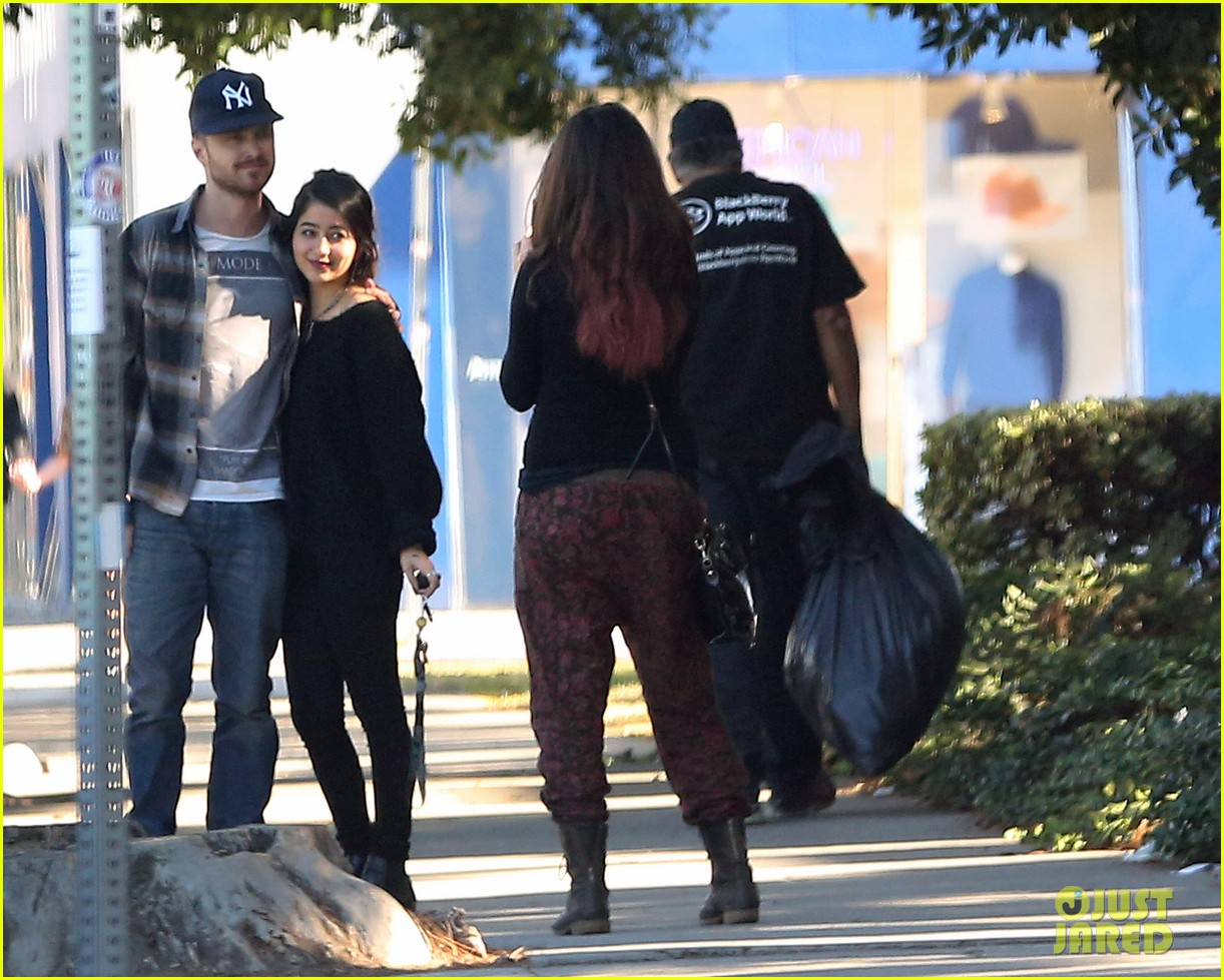 aaron paul wife lauren kiss cuddle at the flea market 073023802