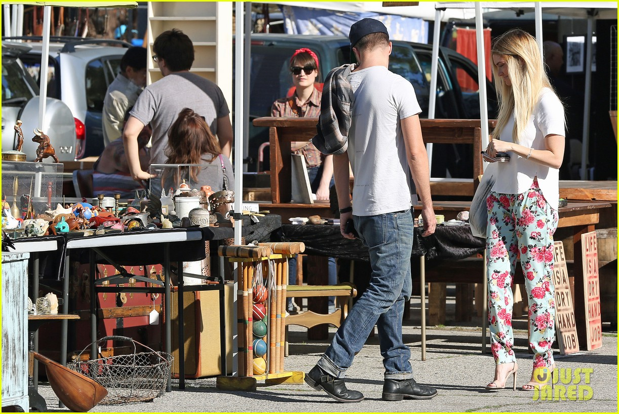 aaron paul wife lauren kiss cuddle at the flea market 123023807