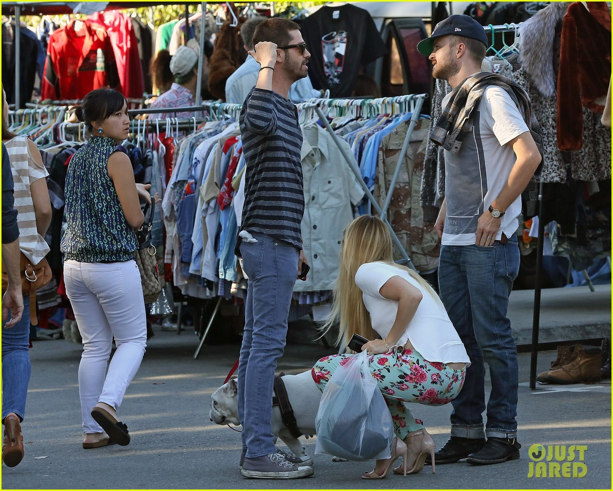 aaron paul wife lauren kiss cuddle at the flea market 173023812