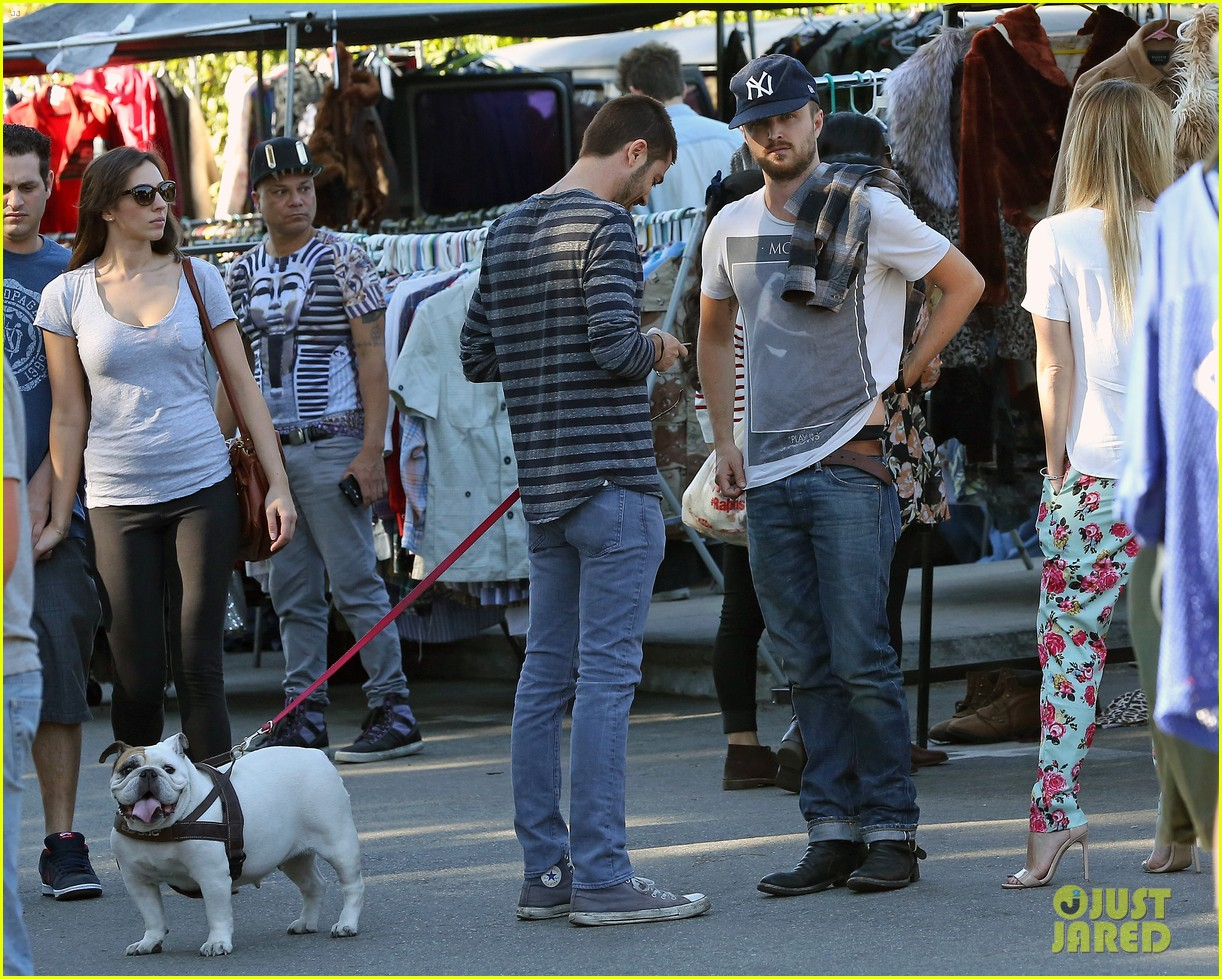 aaron paul wife lauren kiss cuddle at the flea market 193023814