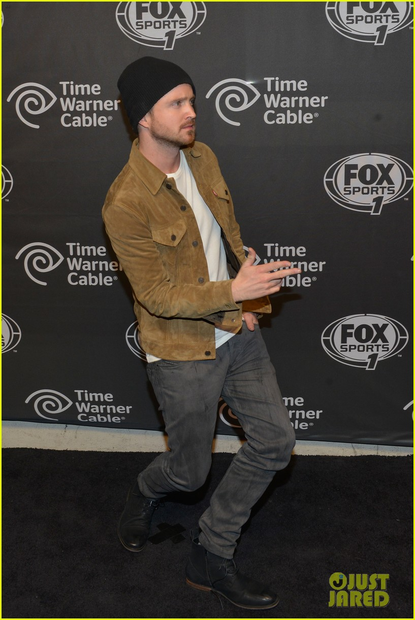 aaron paul kicks his heels up his wife seems unimpressed 013044670