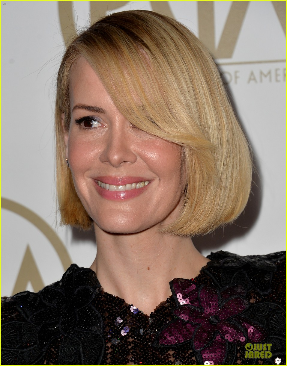 sarah paulson gillian anderson producers guild awards 2014 183035947