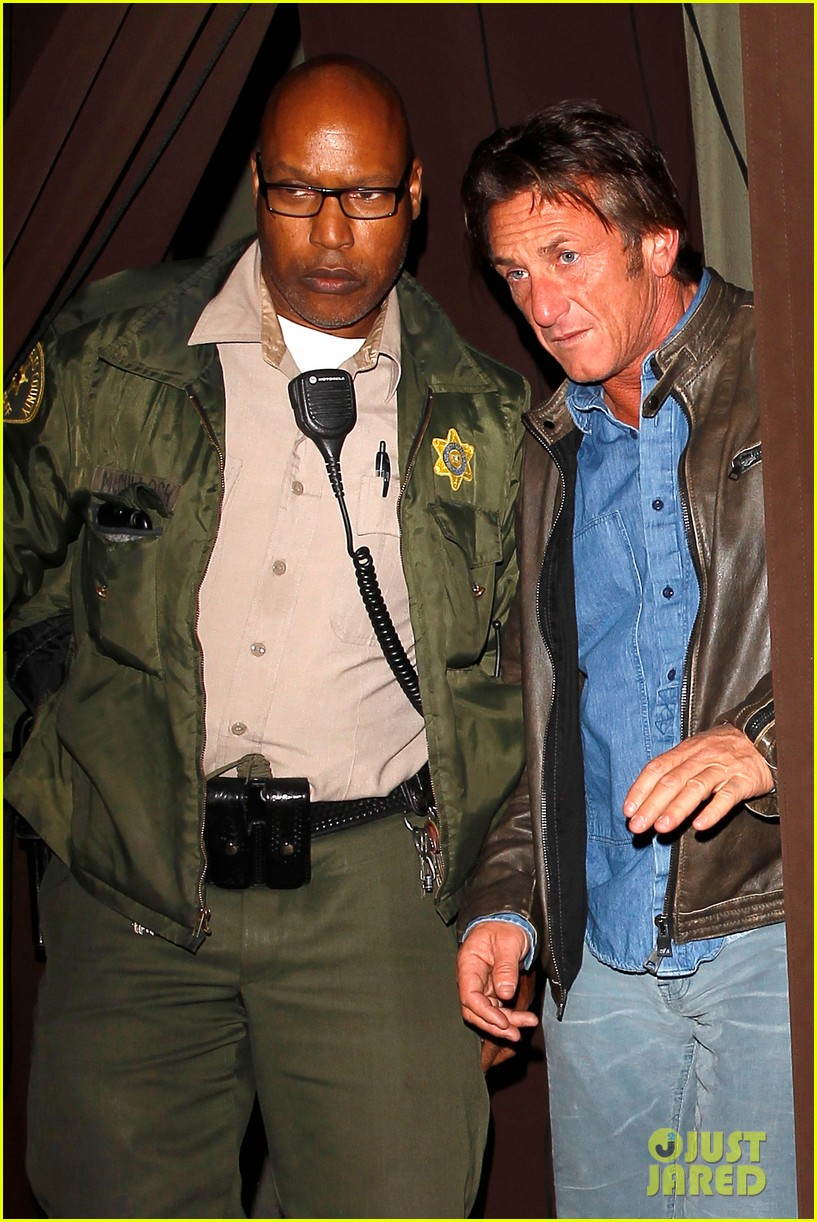 sean penn gets police escort out of solo dinner 02