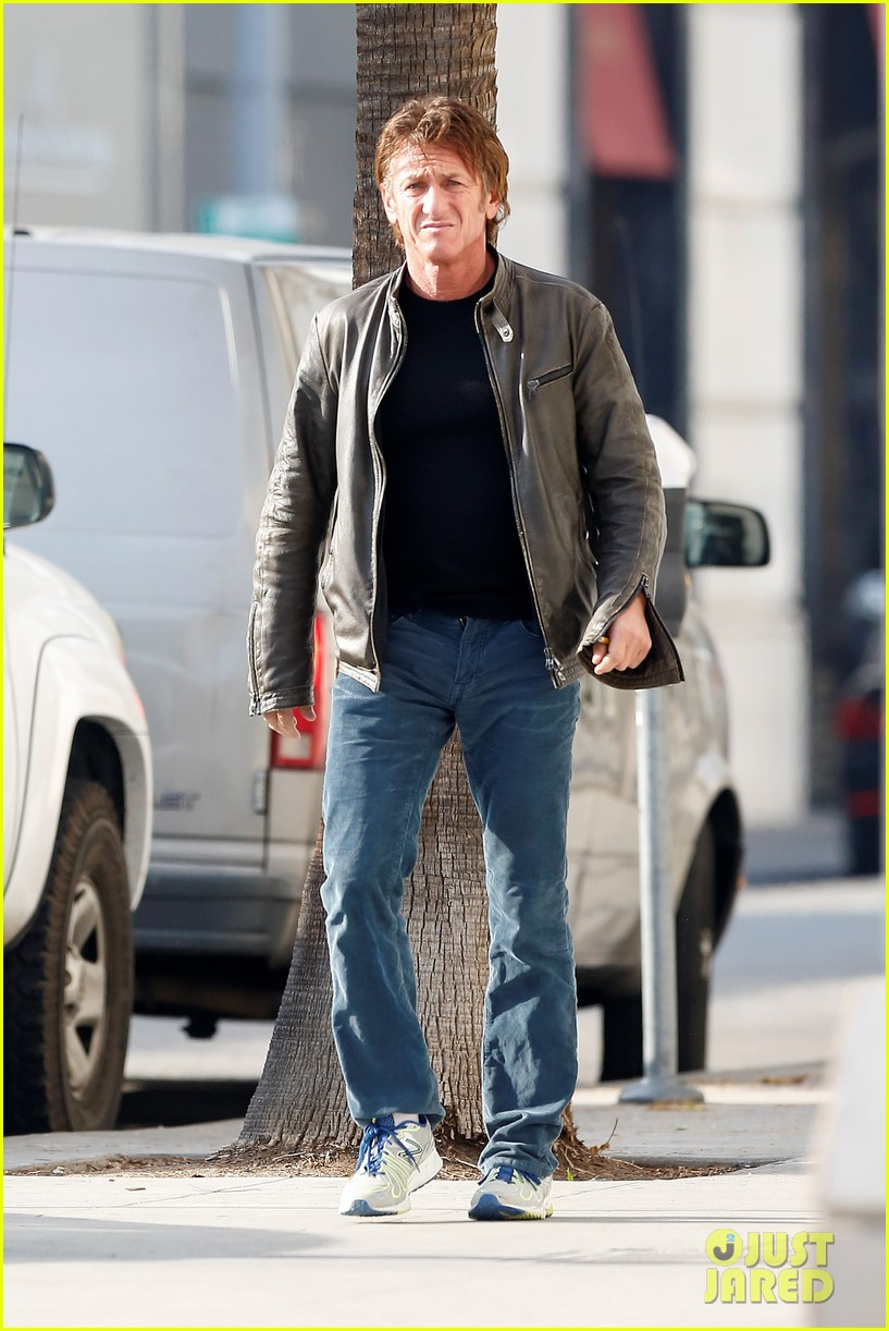 sean penn steps out solo after charlize theron relationship confirmation 043039423