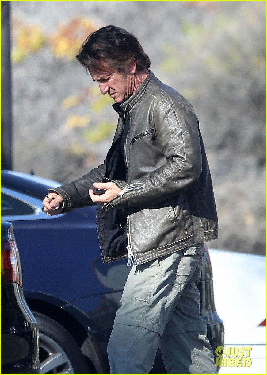 sean penn steps out after hawaii trip with charlize theron 023021670