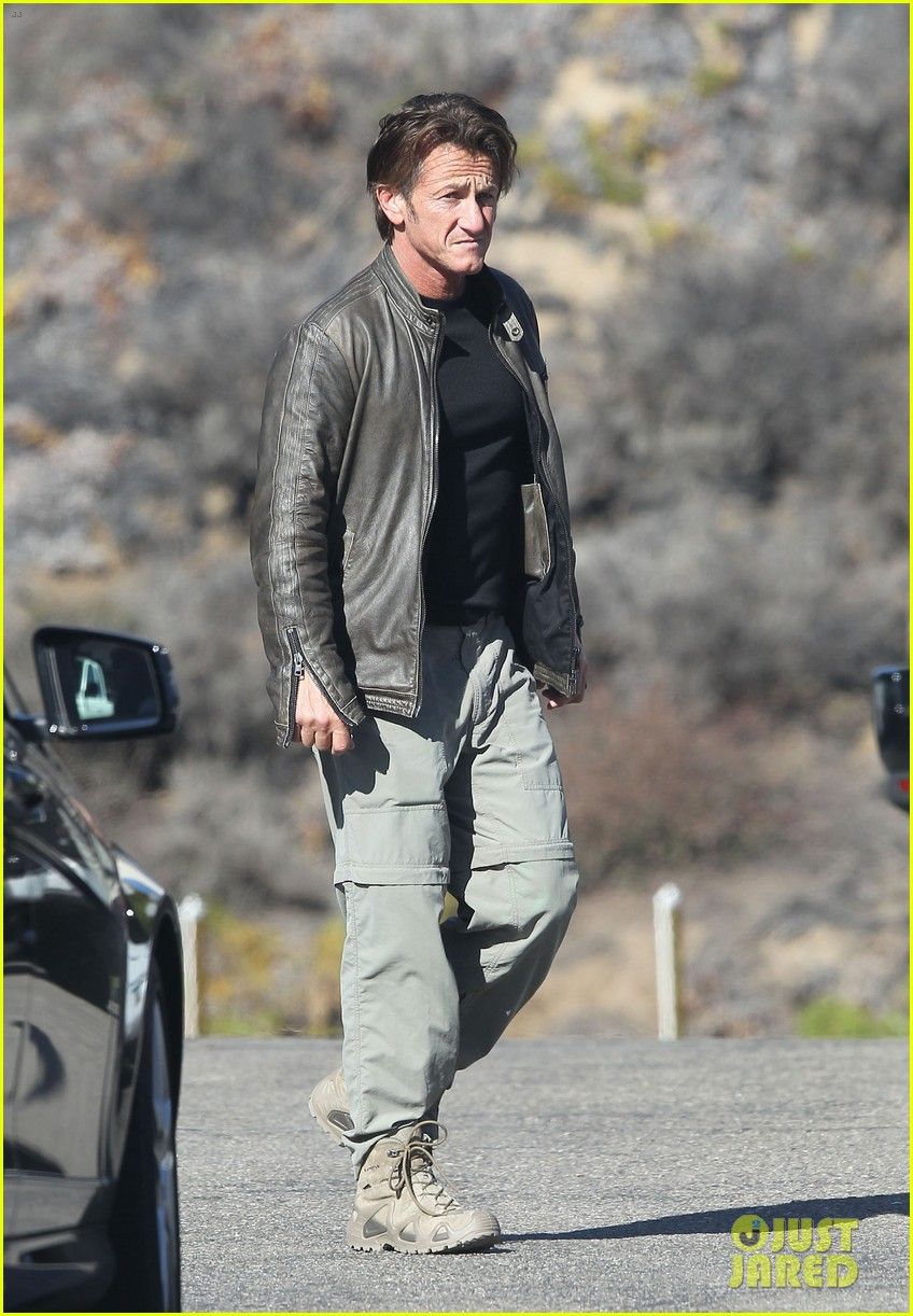 sean penn steps out after hawaii trip with charlize theron 033021671