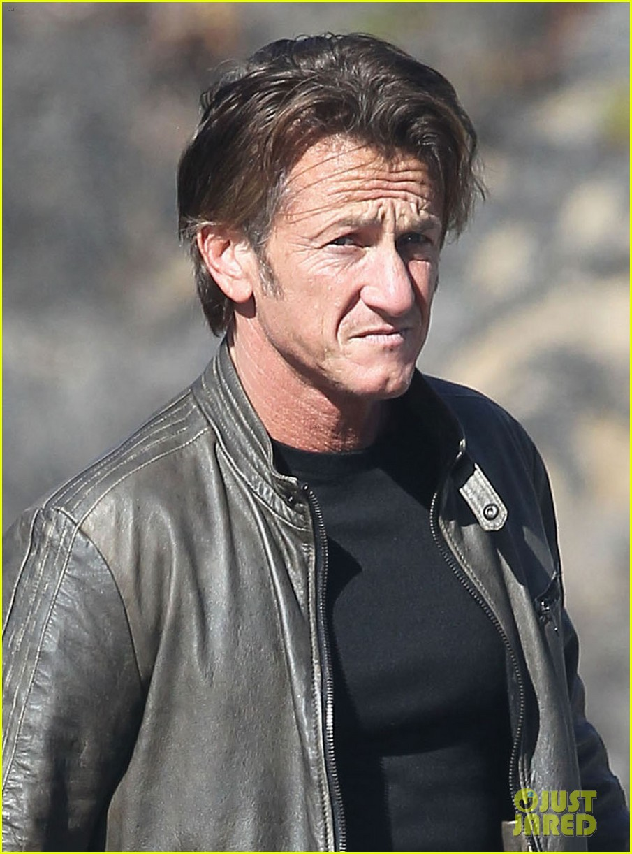 sean penn steps out after hawaii trip with charlize theron 063021674