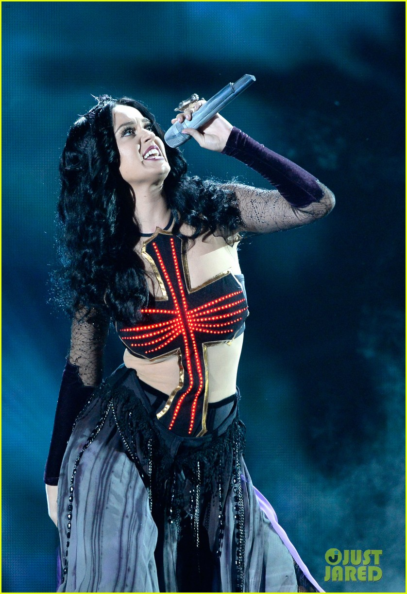 katy perry performs dark horse at grammys 2014 video 023041287