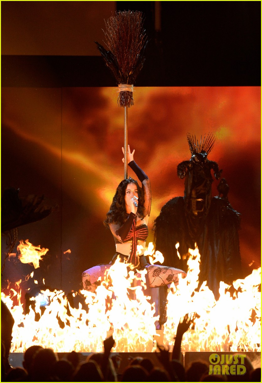 katy perry performs dark horse at grammys 2014 video 083041293