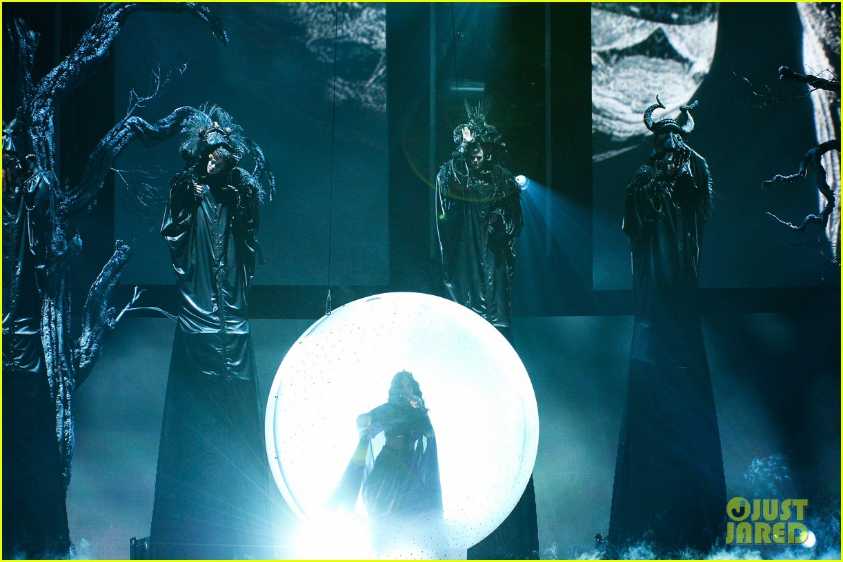 katy perry performs dark horse at grammys 2014 video 103041295