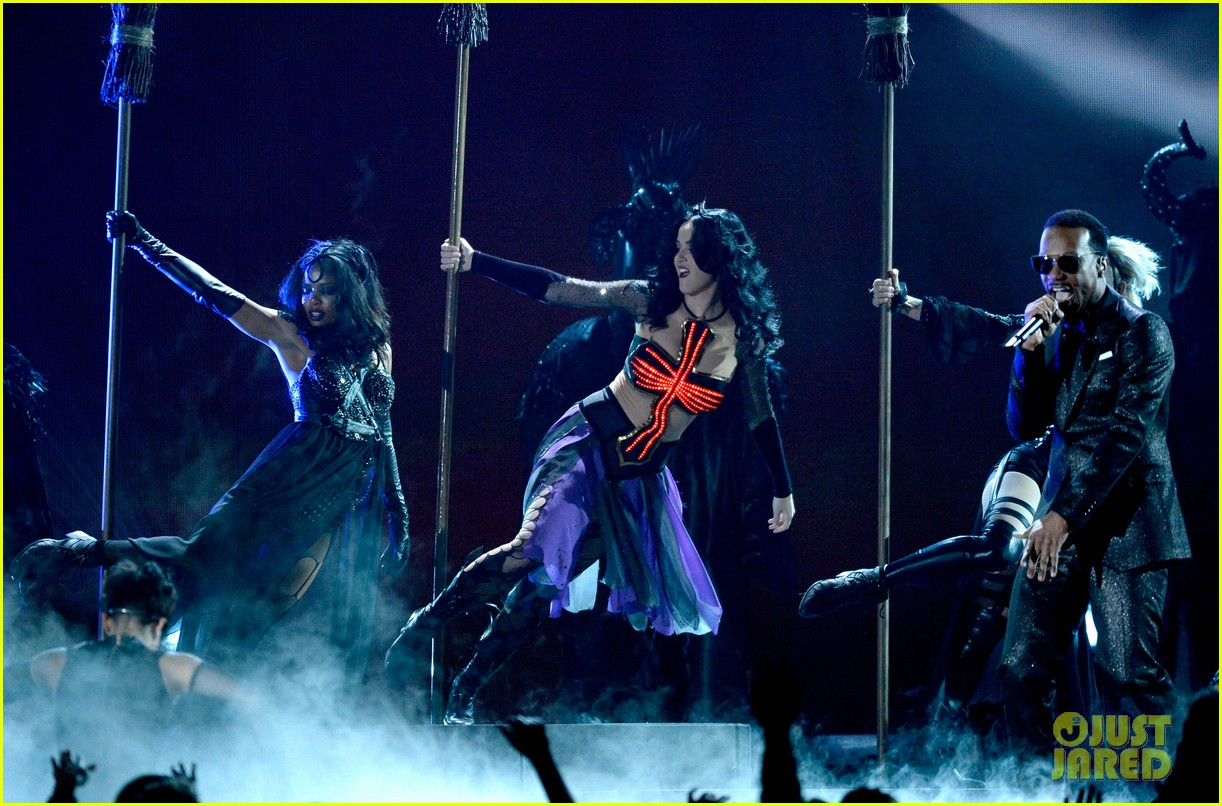 katy perry performs dark horse at grammys 2014 video 11