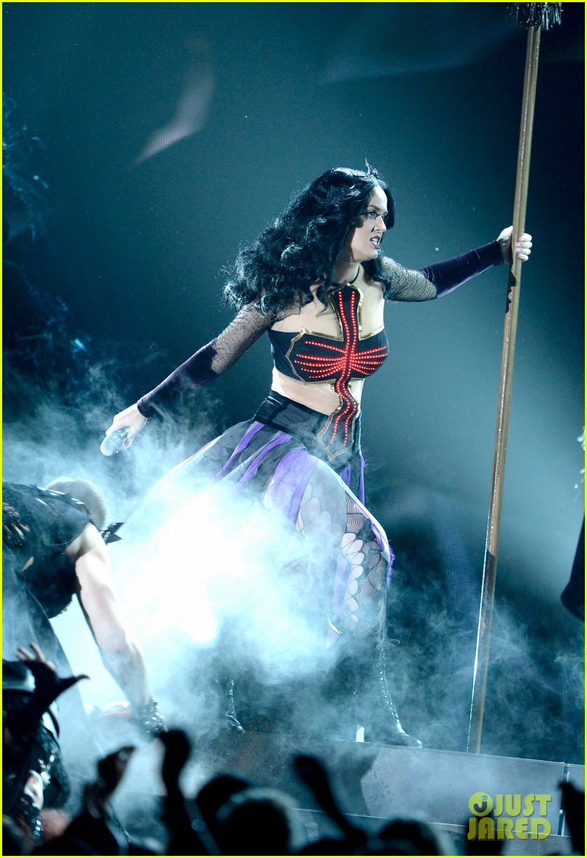 katy perry performs dark horse at grammys 2014 video 123041297