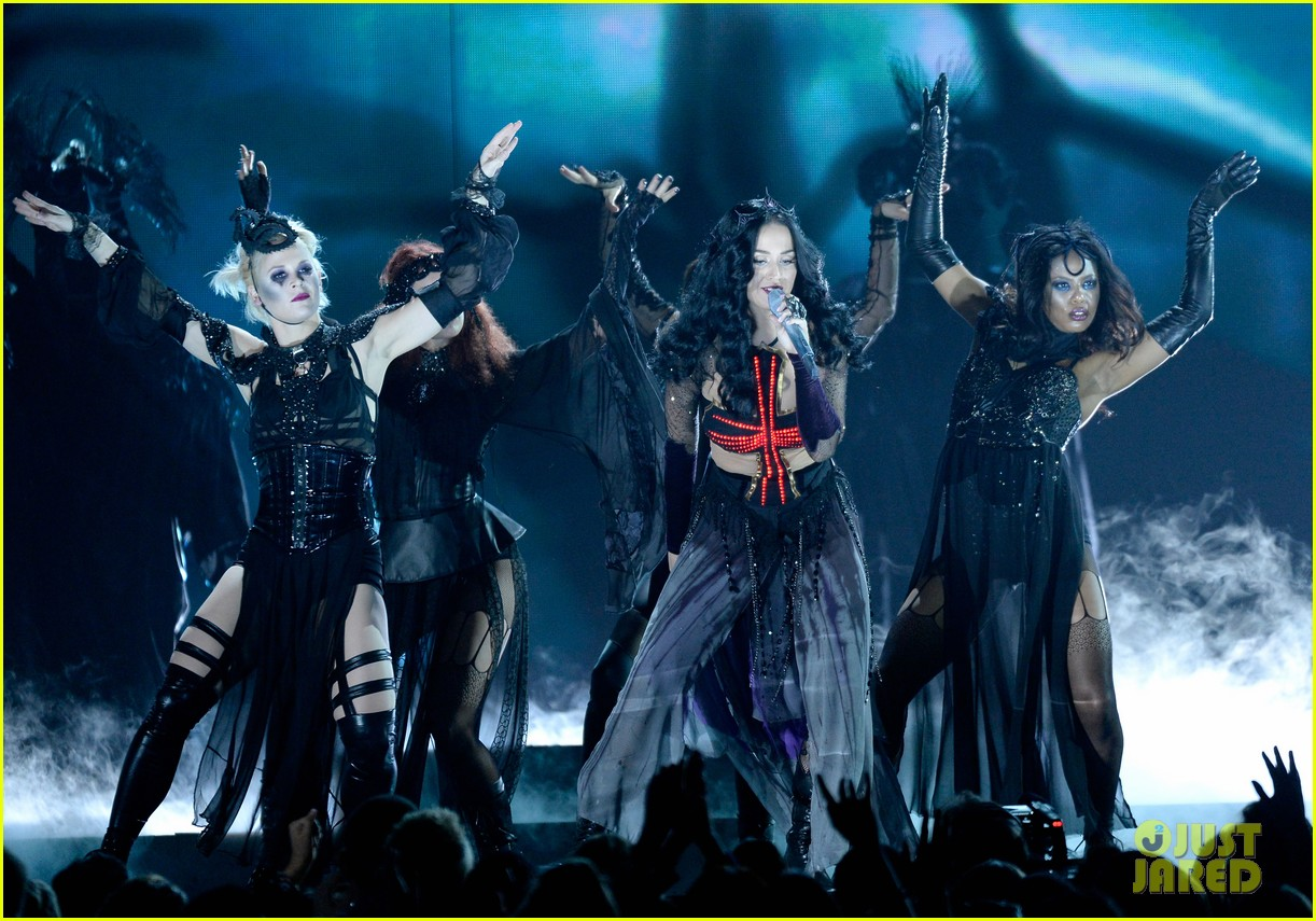 katy perry performs dark horse at grammys 2014 video 133041298