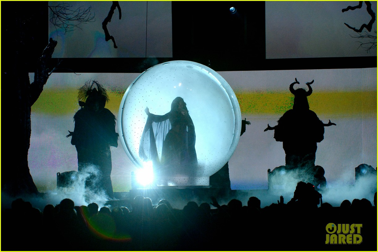 katy perry performs dark horse at grammys 2014 video 143041299