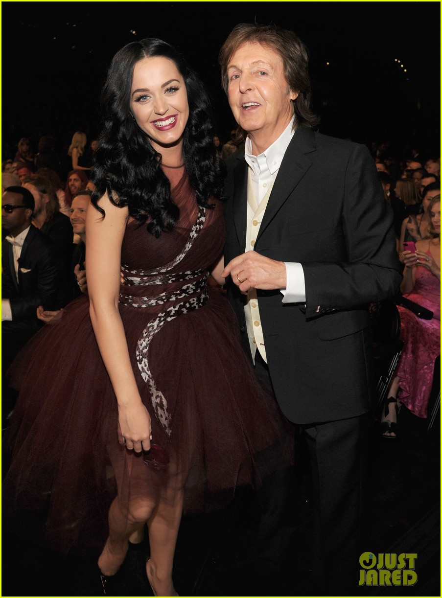 katy perry changes into maroon dress for third grammys look 053041613