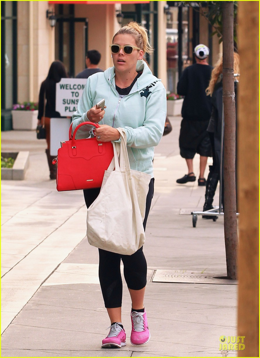 busy philipps my day is ruined after seeing a dead dog 113042366
