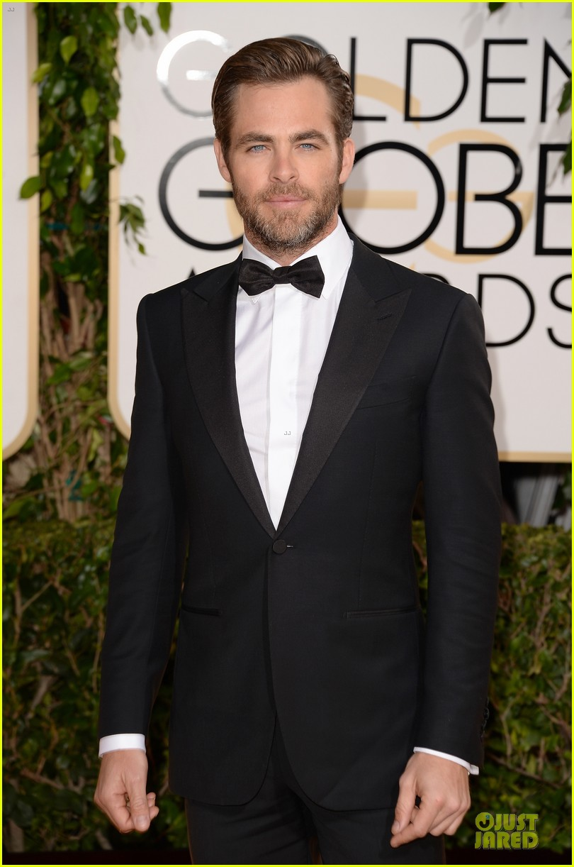 chris pine golden globes 2014 red carpet 023029626