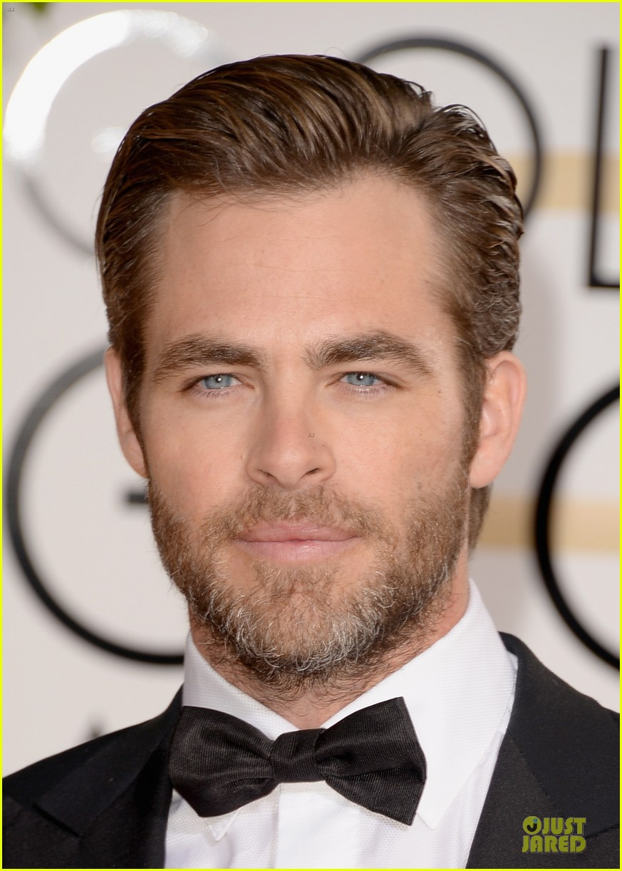 chris pine golden globes 2014 red carpet 063029630