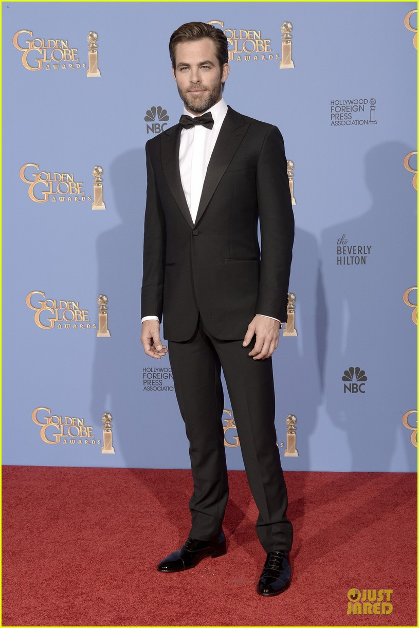 chris pine golden globes 2014 red carpet 07