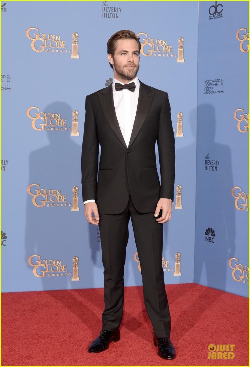 chris pine golden globes 2014 red carpet 113029635