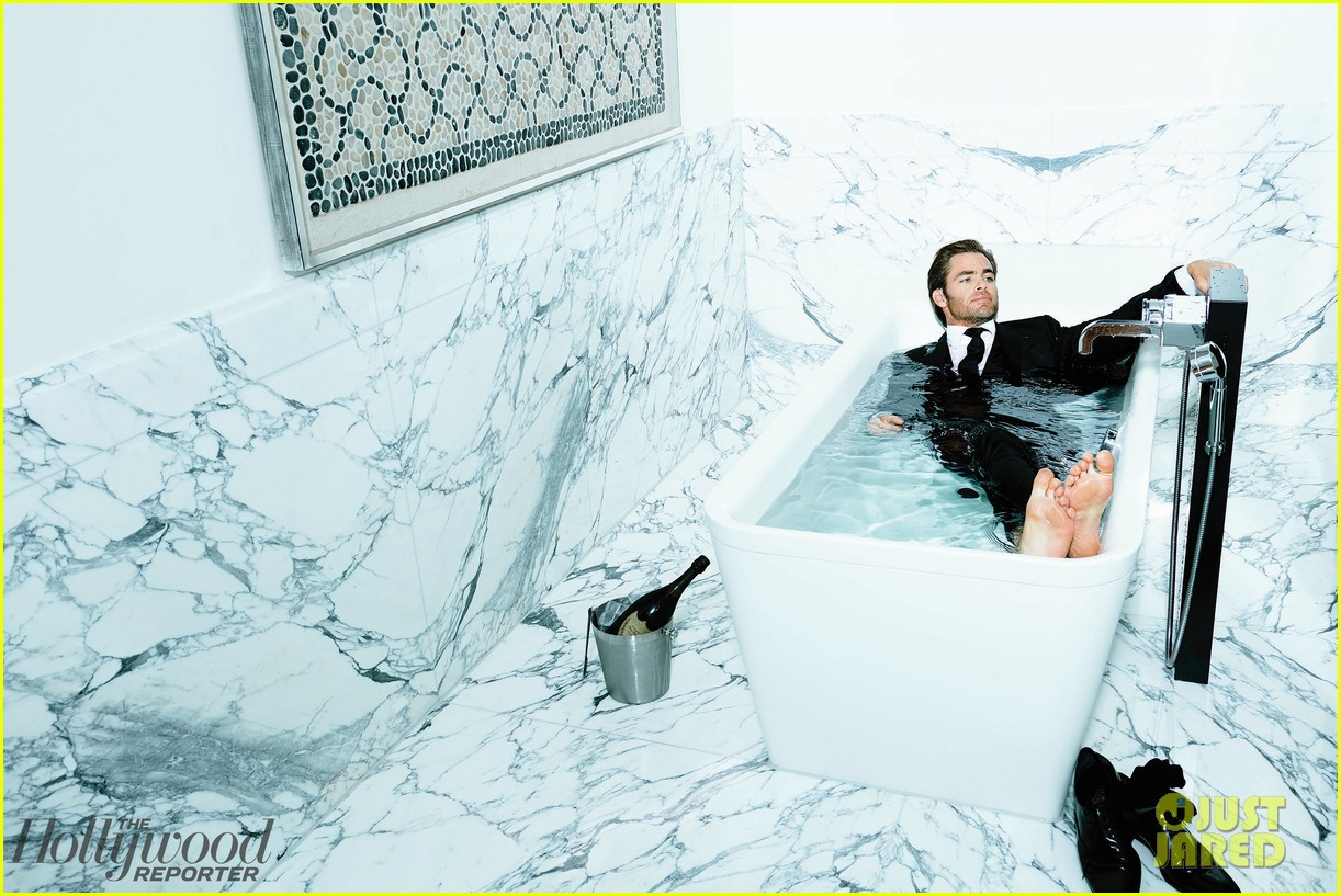 chris pine covers the hollywood reporter 033021572