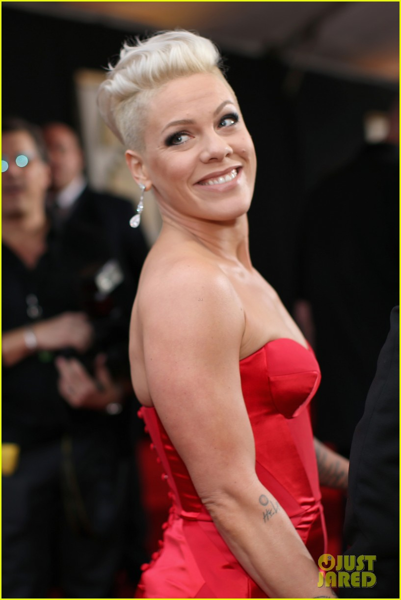 pink grammys 2014 red carpet with carey hart 013041029