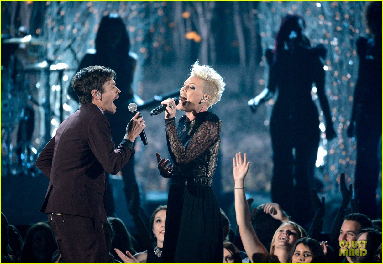 pink nate ruess performs give me a reason at grammys 2014 video 04