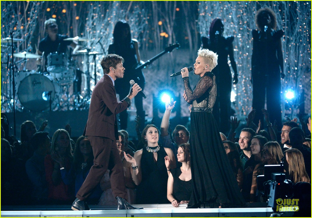 pink nate ruess performs give me a reason at grammys 2014 video 053041382