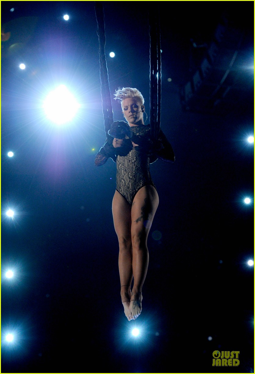 pink nate ruess performs give me a reason at grammys 2014 video 063041383