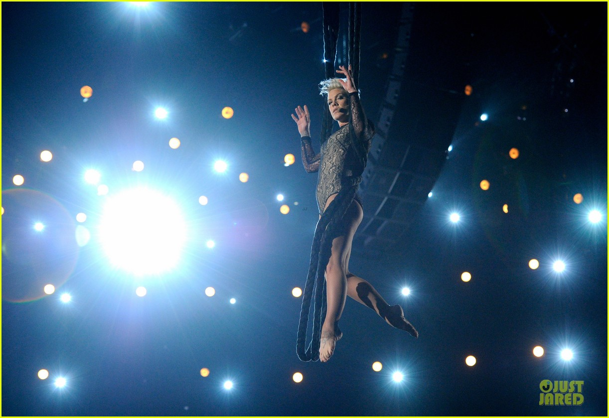 pink nate ruess performs give me a reason at grammys 2014 video 083041385