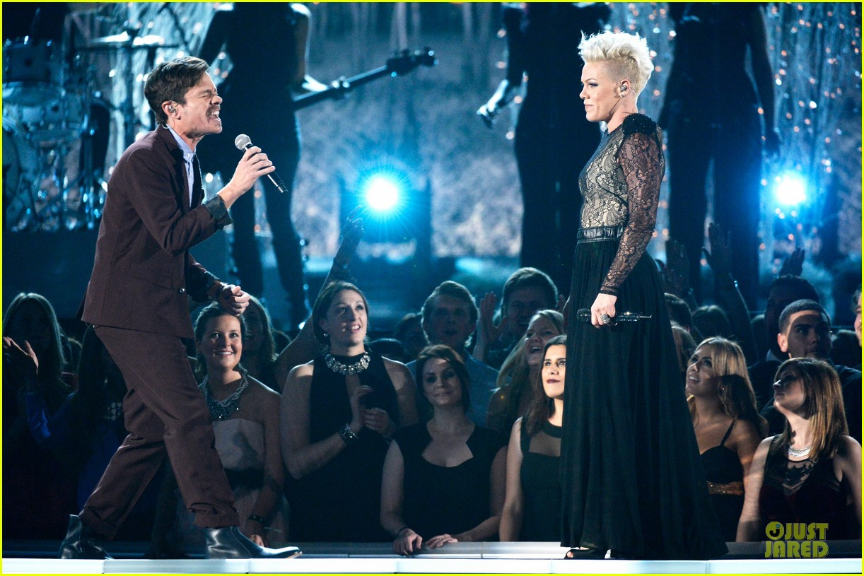 pink nate ruess performs give me a reason at grammys 2014 video 123041389