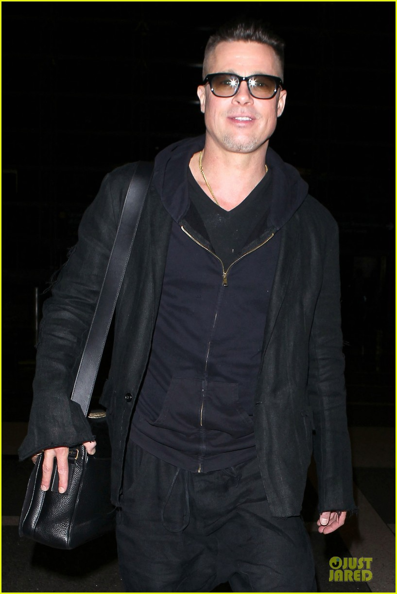 brad pitt lax departure after producers guild awards 02