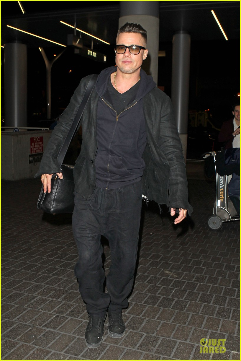 brad pitt lax departure after producers guild awards 083036199