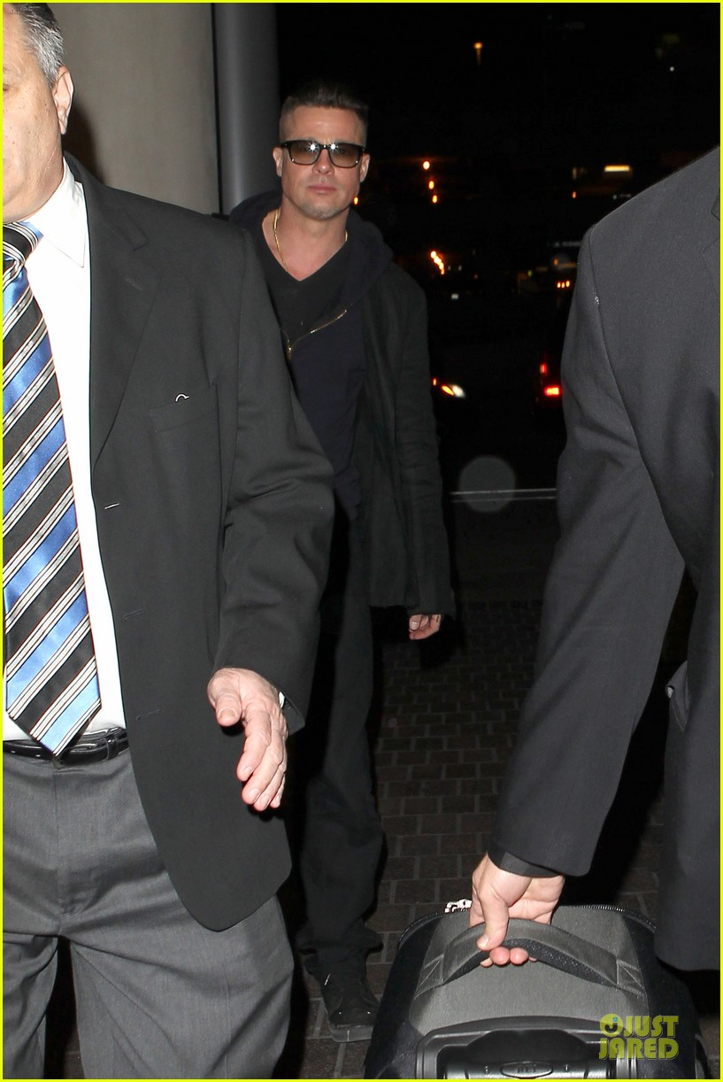 brad pitt lax departure after producers guild awards 103036201