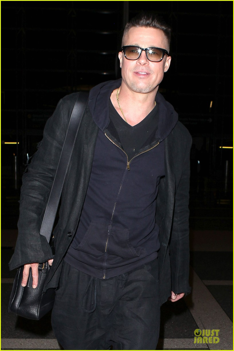 brad pitt lax departure after producers guild awards 153036206